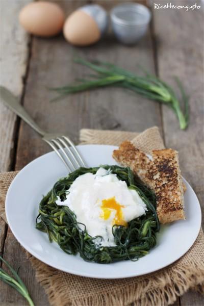 Agretti, uovo in camicia e salsa al parmigiano