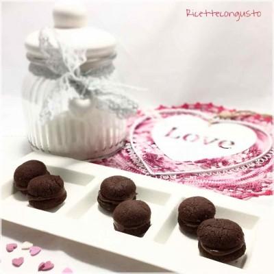 Baci di dama al cioccolato e crema gianduia