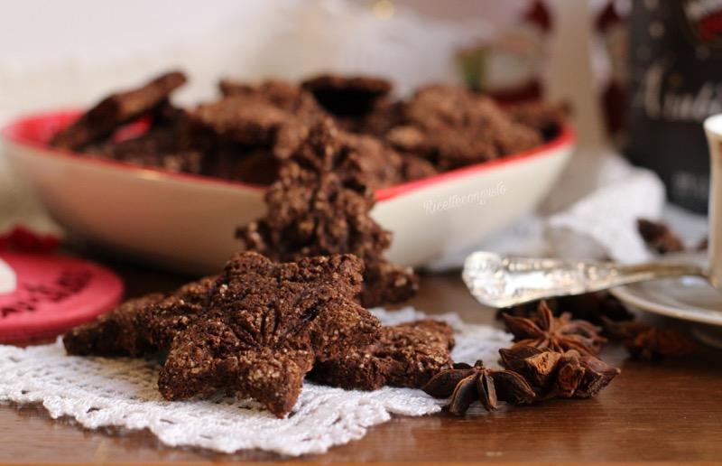 Biscotti al cioccolato al profumo di arancia e anice stellato