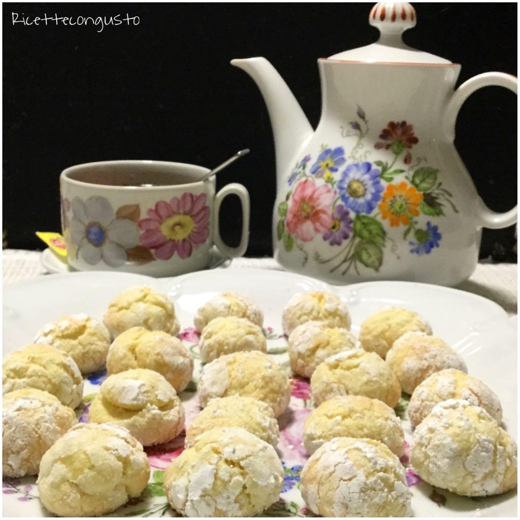 Biscotti al limone con zucchero a velo