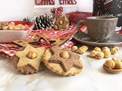 Biscotti natalizi alle nocciole e cioccolato