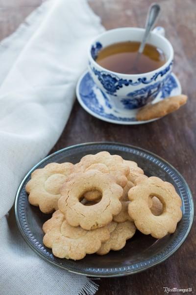 Biscotti di frolla di sorgo e di riso integrale senza glutine