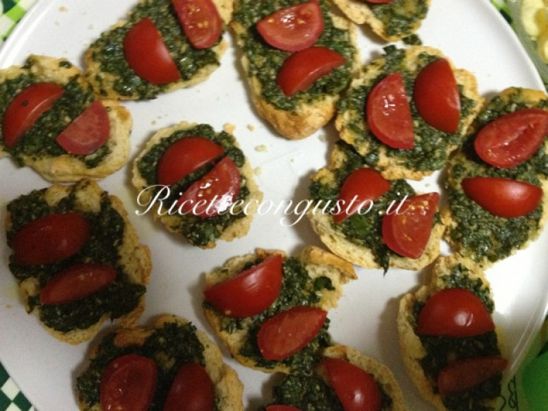 Busiate al pesto, melanzane e pomodorini