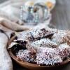Chiacchiere o bugie natural al forno ripiene di marmellata