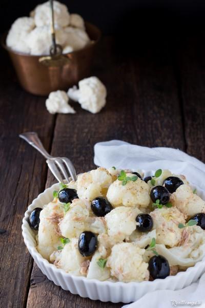 Insalata di cavolfiore tonno e olive nere