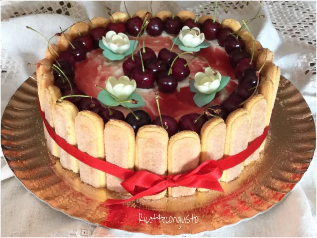 Torta charlotte alle ciliegie