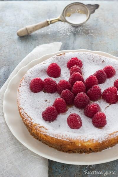 Cheesecake al forno con i lamponi freschi