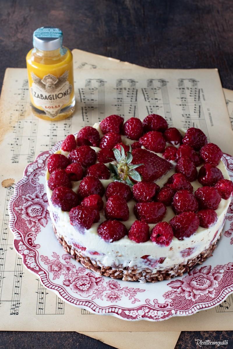 Cheesecake fredda allo zabaglione con fragole e lamponi