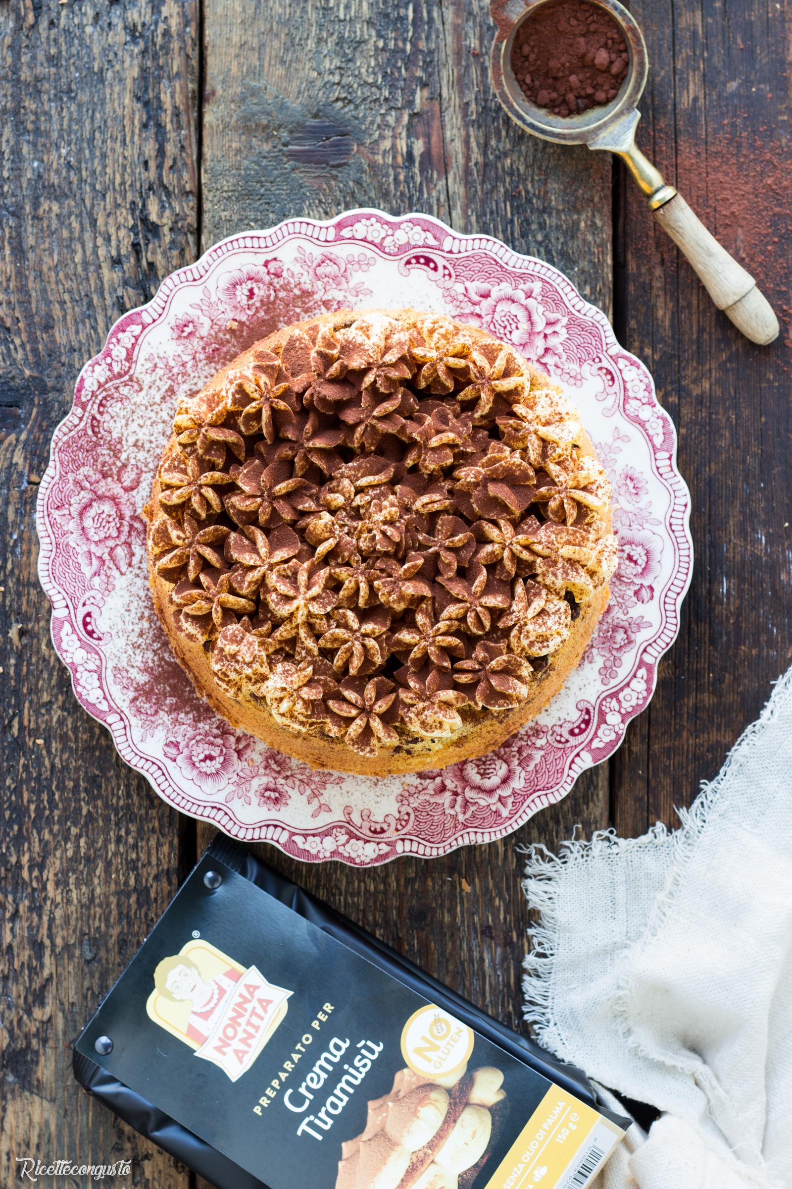 Chiffon cake gocce di cioccolato e crema al tiramisù