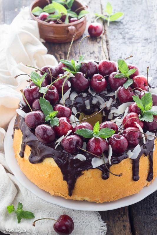 Chiffon cake al cioccolato fondente, ciliegie e cocco