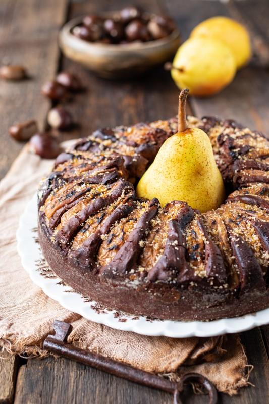 Ciambella al cioccolato e pere con farina di castagne (senza glutine)