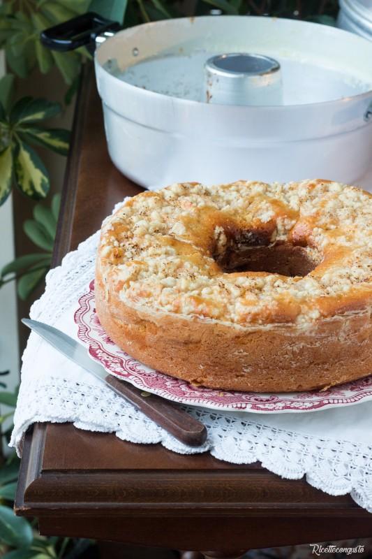 Ciambella alle mele e crumble mandorle (fornetto versilia)