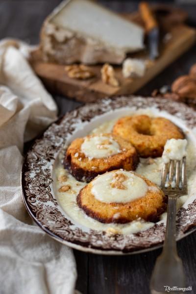 Ciambelline di patate con crema di castelmagno