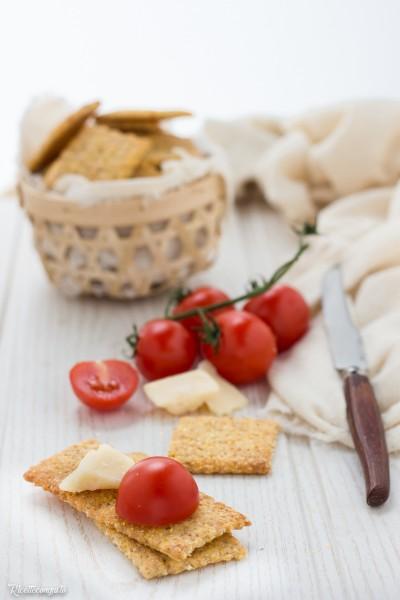 Cracker al mais (anche con esubero lievito madre)
