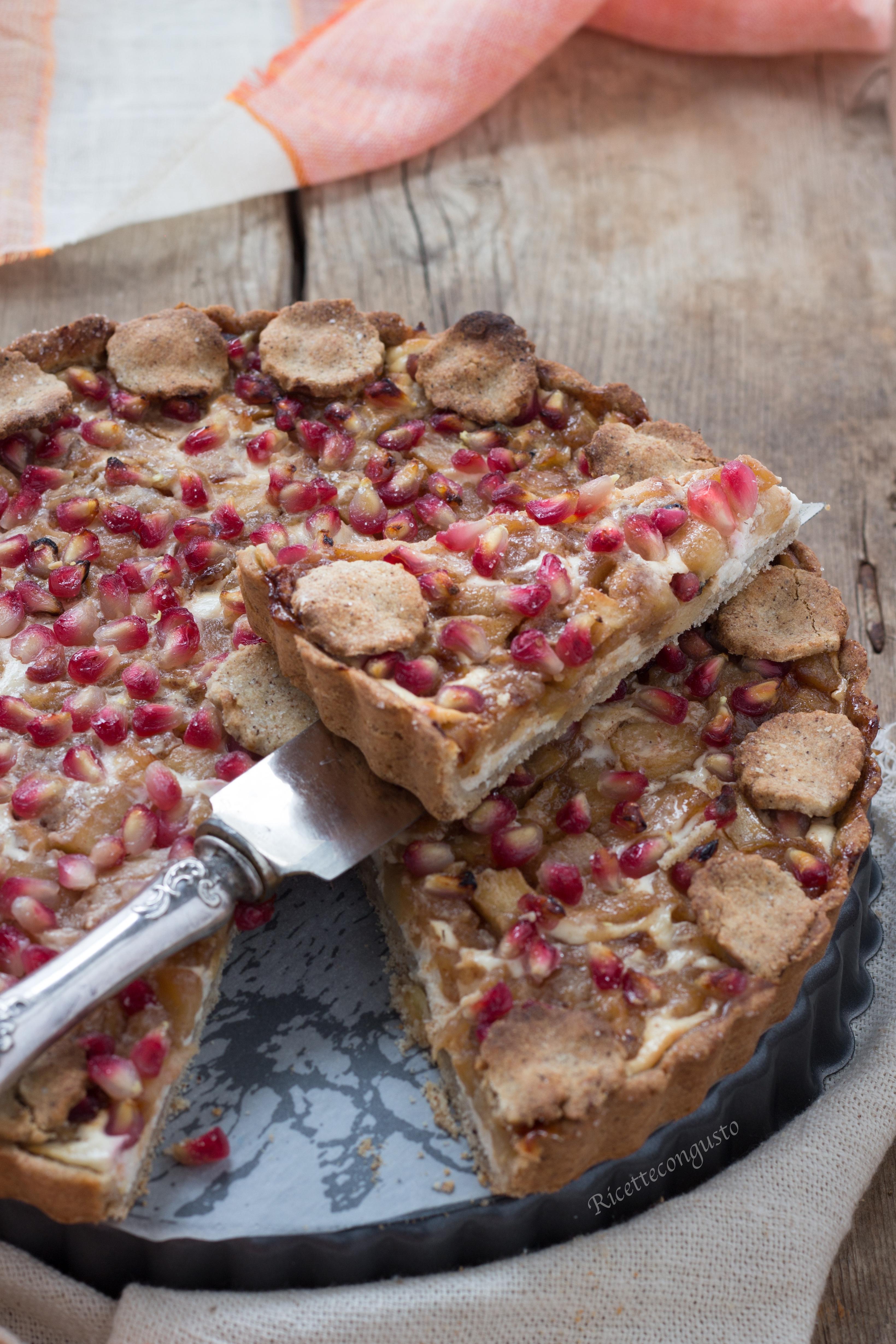 Crostata di grano saraceno con cheesecream mele e melagrana