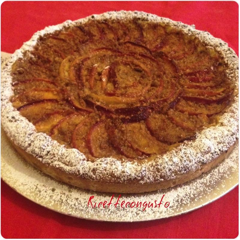 Crostata con crema pasticcera pesche e amaretti