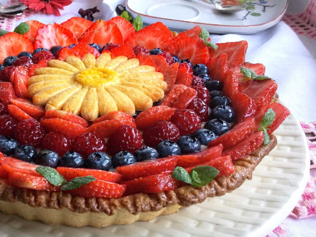 Crostata con crema pasticcera e frutti rossi