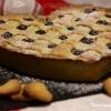 Cuore di crostata integrale con crema pasticcera e mirtilli