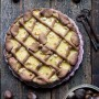 Crostata con frolla di castagne crema pasticcera, cioccolato e nocciole
