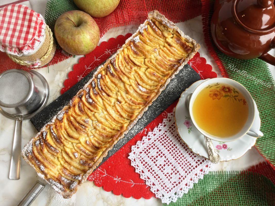 Crostata di grano saraceno e di riso integrale con mascarpone e mele