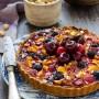 Crostata (senza glutine) con marmellata e frutta fresca