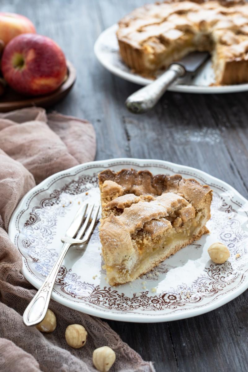 Crostata rustica con mele e nocciole