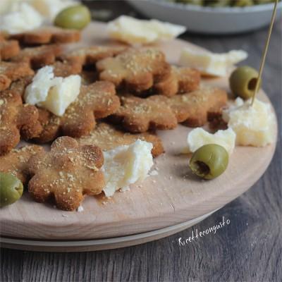 Frollini salati con farina di semola integrale al parmigiano