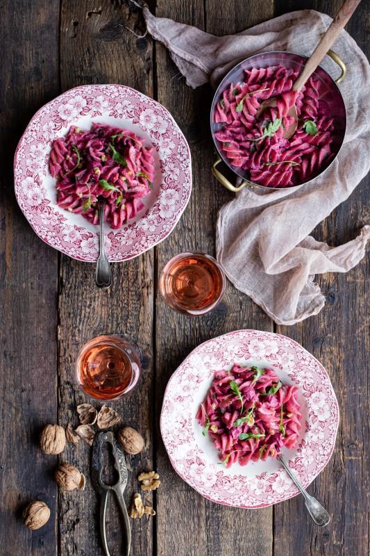Pesto di barbabietola, pecorino e noci