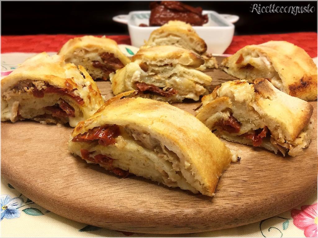 Girelle di pizza con stracchino, tonno e pomodori secchi