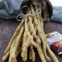 Grissini alla curcuma con semi di sesamo