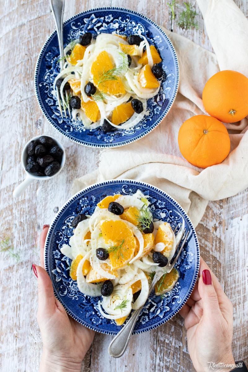 Insalata alla siciliana con finocchi arance e olive nere al forno
