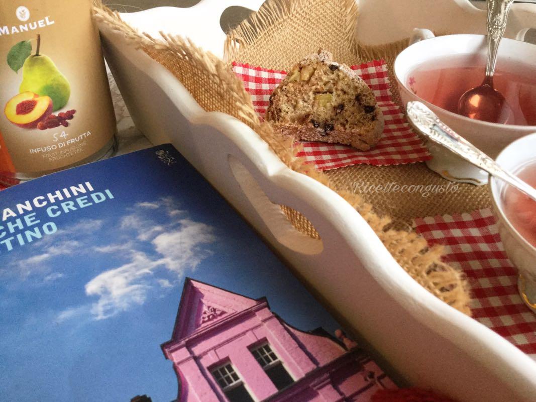In libro tutto da divorare, sorseggiando un tè!
