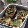 Melanzane a scacchiera grigliate in forno con erbe provenzali
