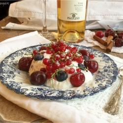 Mousse di ricotta e yogurt con frutti rossi e cannella