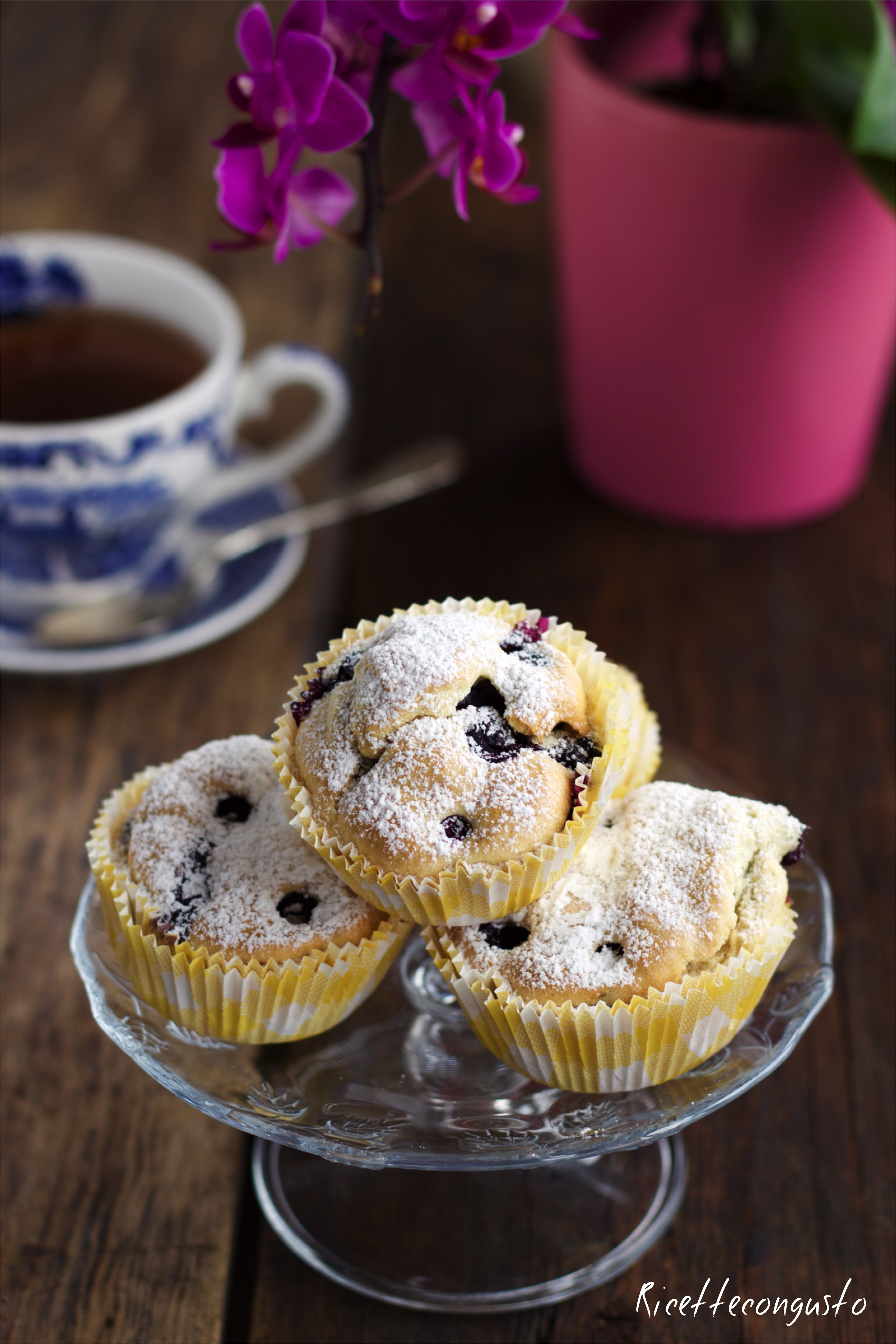 Muffin agli albumi con mirtilli e gocce di cioccolato