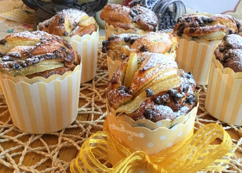 Muffin di farro e ricotta con pere e gocce di cioccolato