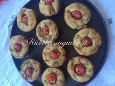 Muffins salati con pomodorini