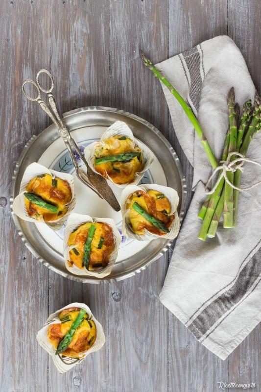 Muffin con  asparagi, taleggio e zafferano