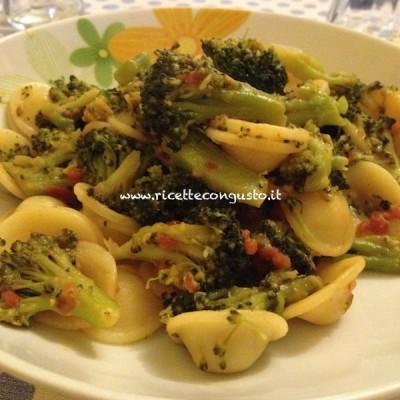 Orecchiette con i broccoletti e pomodoro