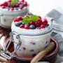 Overnight oats con yogurt greco e frutti di bosco