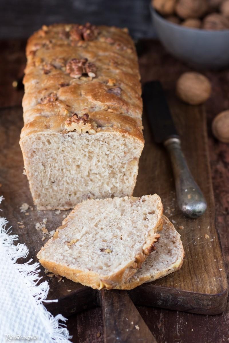 Pan bauletto con farina integrale, farro e noci
