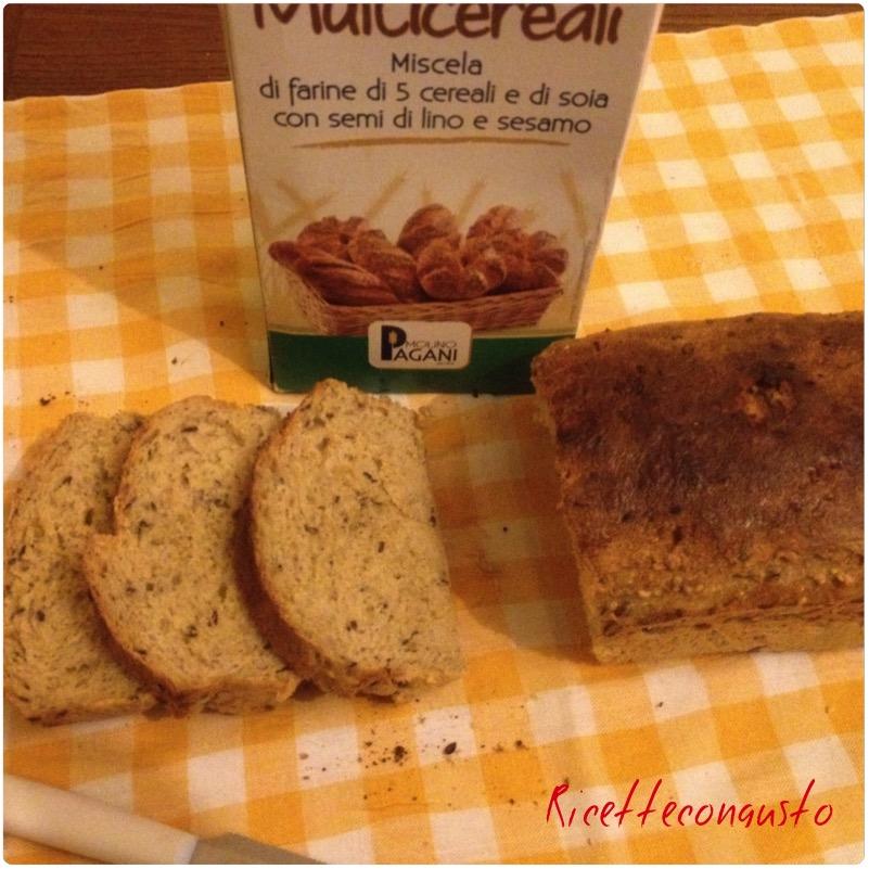 Pane bauletto multicereali e di soia con semi di lino e sesamo