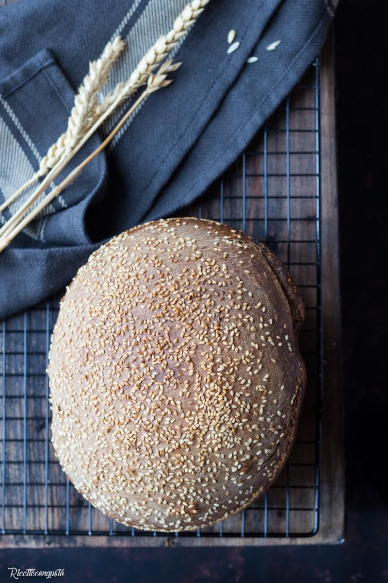 Pane ai cereali con la macchina del pane (ricetta con lievito madre e lievito di birra)