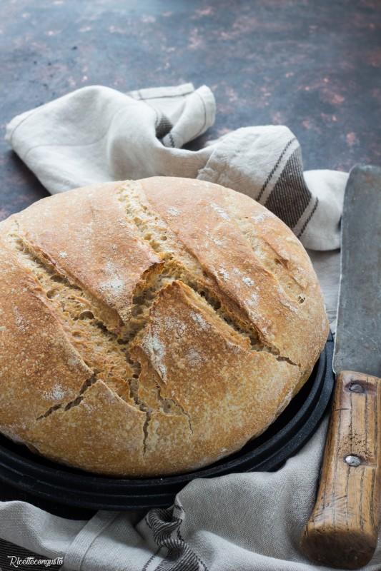 Pane al farro con lievito madre cotto in pentola