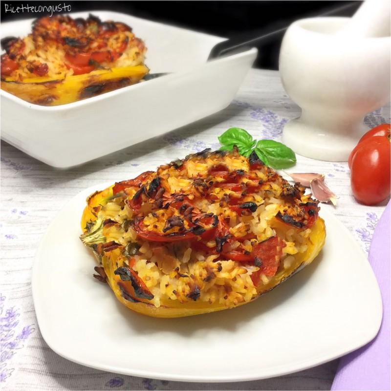 Peperoni ripieni con tonno riso e pomodoro