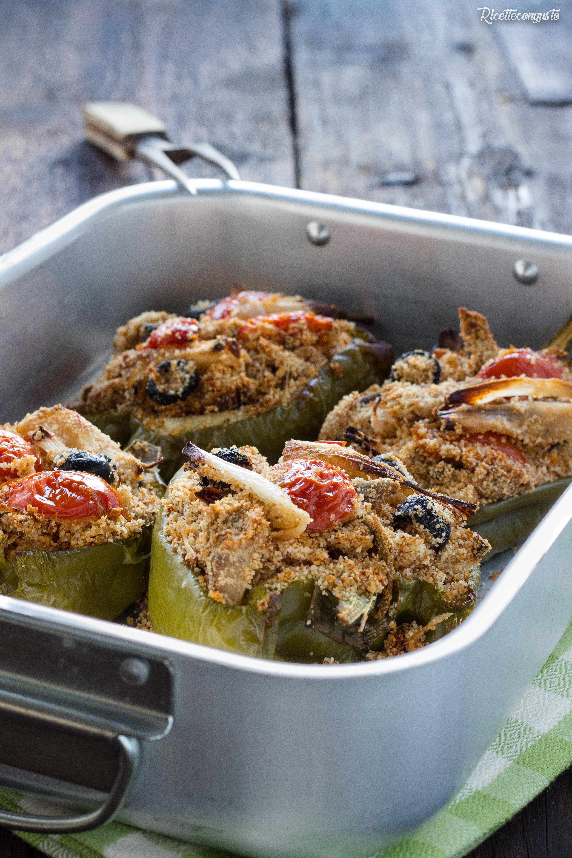 Peperoni mollicati con sgombro e cipollotti