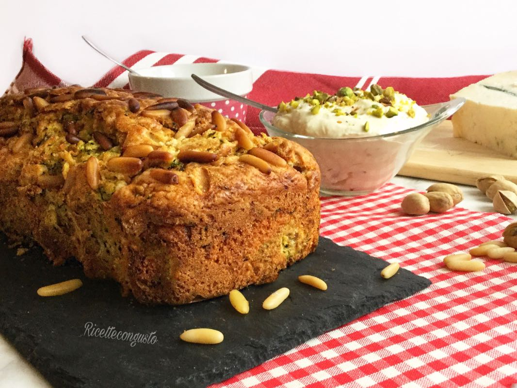 Plumcake salato con zucchine e pinoli