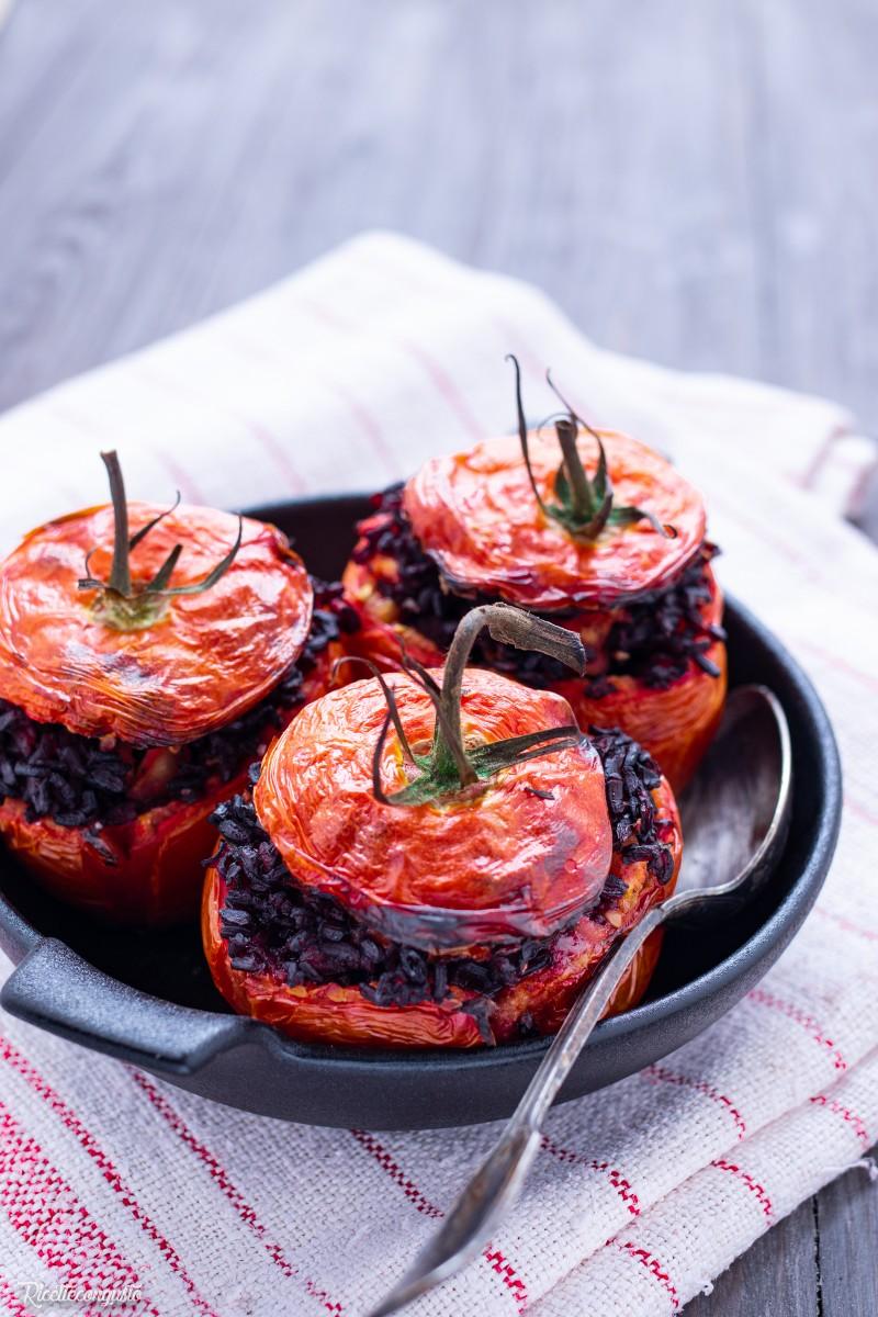 Pomodori al forno ripieni di riso Venere
