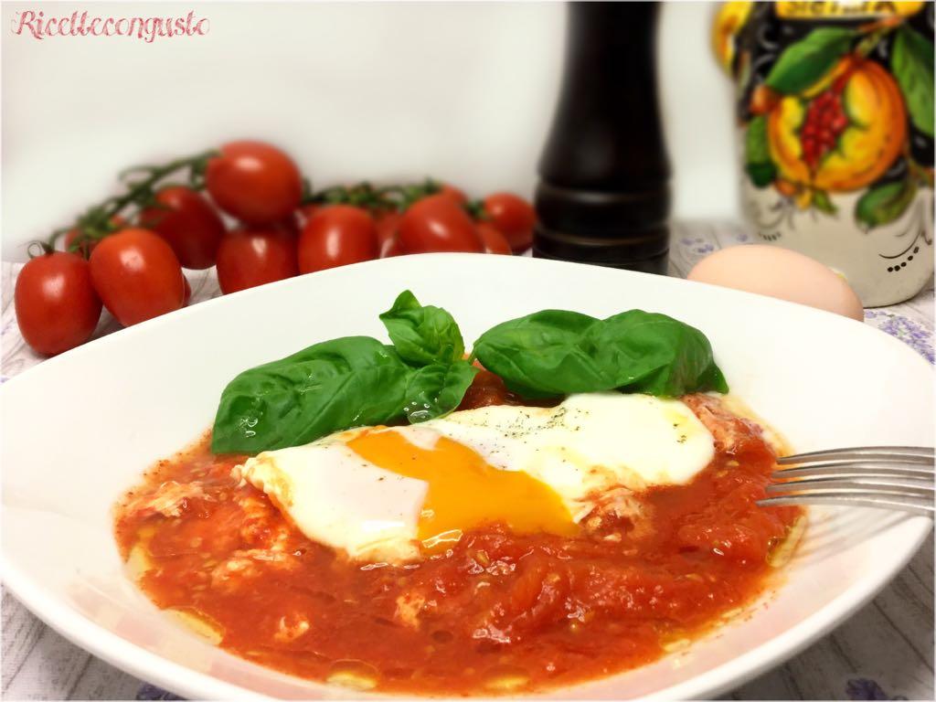 Pomodori fritti con uova in camicia