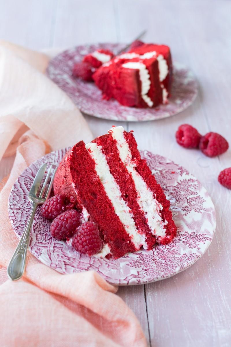 Red Velvet senza glutine con frosting alla vaniglia e lamponi